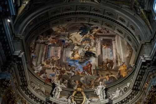 Sant'Ignazio, freski w zwieńczeniu absydy - św. Ignacy uzdrawiający chorych na zarazę
