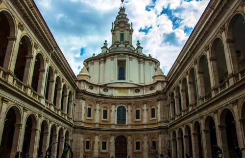 Sant'Ivo alla Sapienza, dziedziniec dawnego uniwersytetu La Sapienza i fasada kościoła, Francesco Borromini i Giacomo della Porta