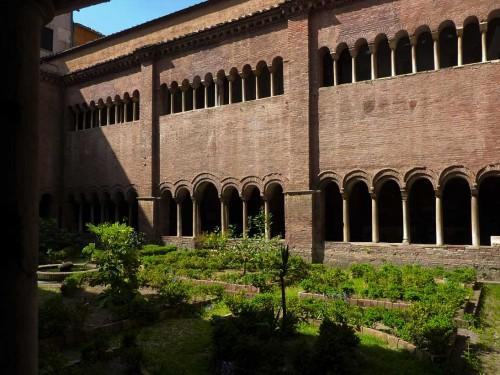 San Lorenzo fuori le mura, krużganki