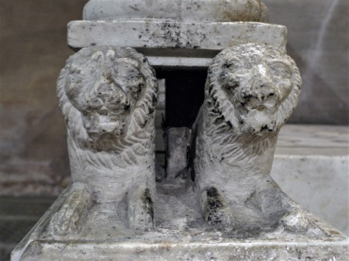 Basilica of San Lorenzo fuori le mura, lions supporting the paschal candelabra, XIII century