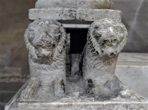 San Lorenzo fuori le mura, lwy podtrzymujące kandelabr paschalny, XIII w.