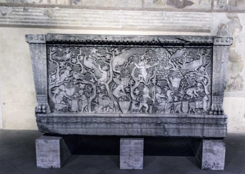 Basilica of San Lorenzo fuori le mura, sarcophagus from ancient times, church ambulatory