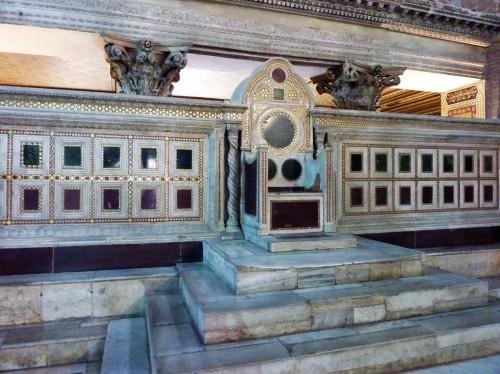 San Lorenzo fuori le mura, tron biskupi z XIII w.
