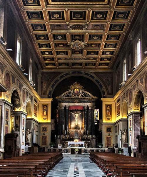 San Lorenzo in Lucina, wnętrze, widok na obraz Guido Reniego - Ukrzyżowanie