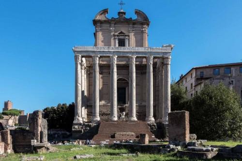 San Lorenzo in Miranda, fasada kościoła od strony Forum Romanum
