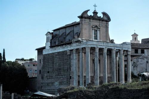 San Lorenzo in Miranda od strony Forum Romanum