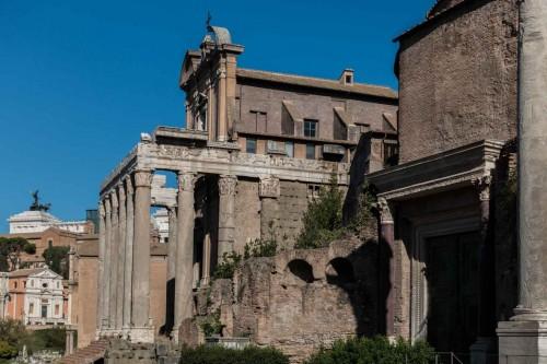 San Lorenzo in Miranda, widok od strony Forum Romanum