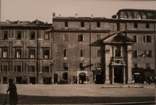 Façade leading into the Church of San Lorenzo in Piscibus before deconstruction – in the northern part of Piazza Rusticucci