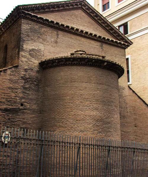 San Lorenzo in Piscibus, absyda - widok od ulicy via Borgo Santo Spirito
