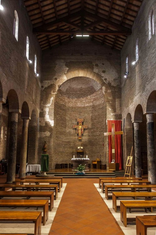 Church of San Lorenzo in Piscibus, interior of the current church, reconstruction from the 50's of the XX century