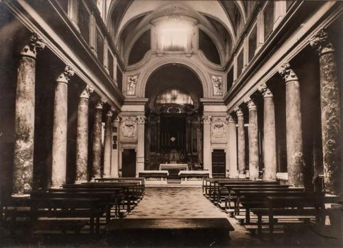 Wnętrze barokowego kościoła San Lorenzo in Piscibus przed reromanizacją w latach 50. XX w., fotografia, Museo di Roma