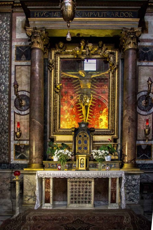 Church of San Marcello, Chapel of the Crucifix with a crucifix famous for miracles