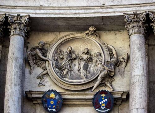 San Marcello, medalion w nadprożu kościoła ukazujący uchylającego się od godności papieskiej Filipa Benicjusza, Antonio Raggi