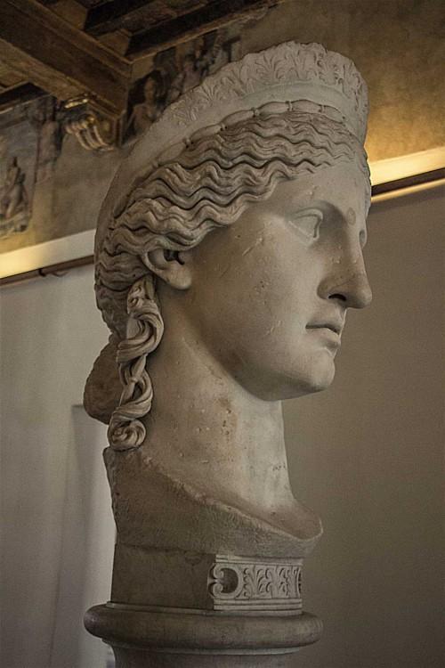 Hera Ludovisi, jeden z najsławniejszych obiektów kolekcji kardynała Ludovisiego, Museo Nazionale Romano, Palazzo Altemps