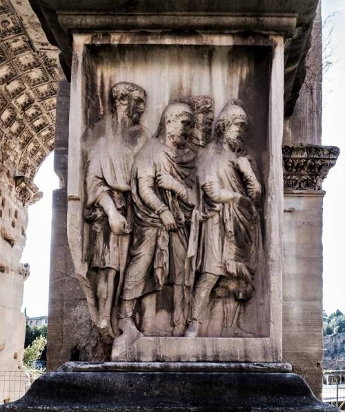 Łuk triumfalny cesarza Septymiusza Sewera, cokół z wizerunkami niewolników