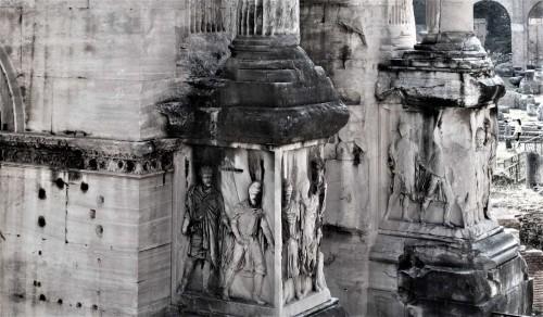 Podstawa łuku triumfalnego Septymiusza Sewera, postacie jeńców wojennych