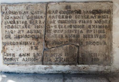 San Marco, przedsionek kościoła - płyta inskrypcyjna z niezachowanego nagrobka Vanozzy Cattanei