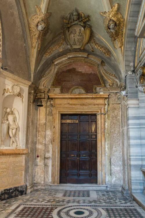 San Marco, wejście do zakrystii, po lewej pomnik nagrobny Gabrielli Scaglia di Saluzzo, Felice Festa