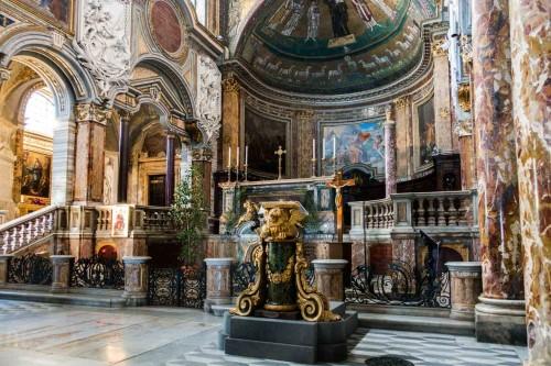 San Marco, widok ołtarza i absydy kościoła