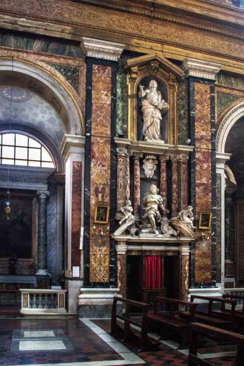 Santissimi Nomi di Gesù e Maria, dekoracja rzeźbiarska wnętrza