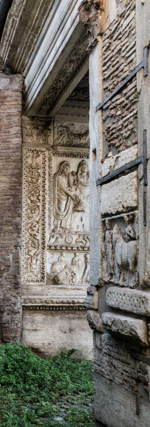 Łuk Srebrników (Arco degli Argentari), w tle cesarz Septymiusz Sewer i Julia Domna składający ofiarę