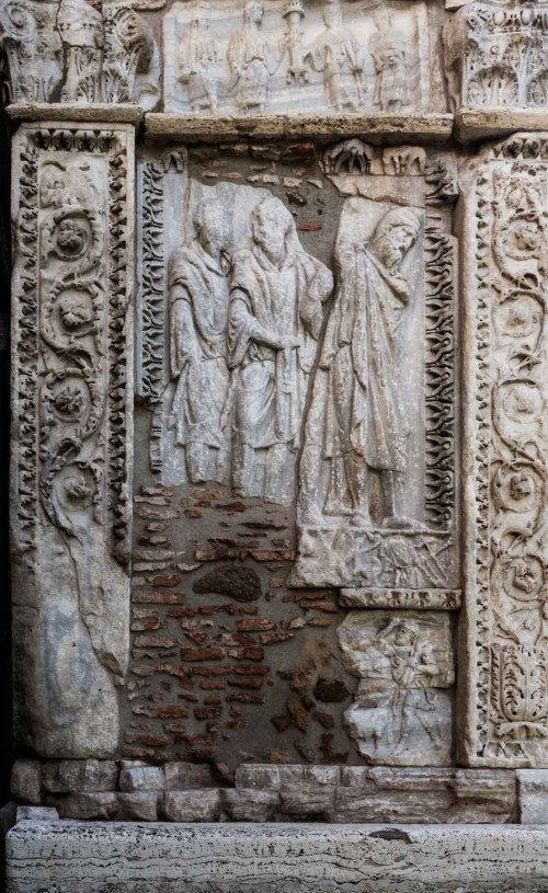 Arch of the Silversmiths (Arco degli Argentari), soldier and a prisoner – scene commemorating the conquests of Emperor Septimius Severus