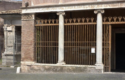 Portyk kościoła San Giorgio in Velabro, fragment