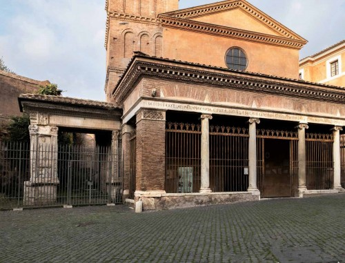 Portico of the Church of San Giorgio in Velabro with the Arch of the Silversmiths next to it