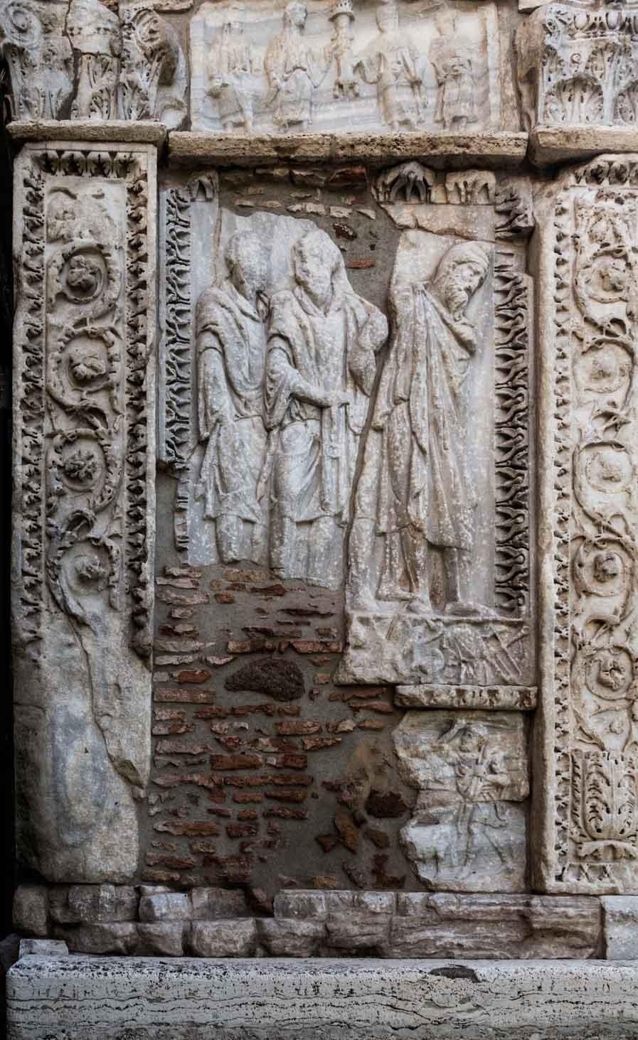 Łuk Srebrników (Arco degli Argentari), żołnierze i jeniec - scena upamiętniająca podboje cesarza Septymiusza Sewera