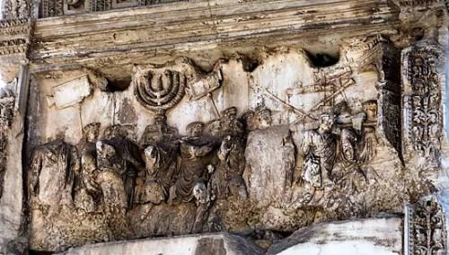 Łuk triumfalny cesarza Tytusa, Forum Romanum, scena ukazująca rabunek obiektów kultu żydowskiego ze świątyni w Jerozolimie