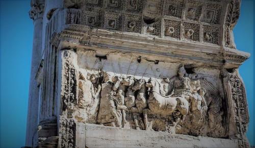 Łuk triumfalny cesarza Tytusa, Forum Romanum, scena ukazująca wjazd Tytusa do Rzymu