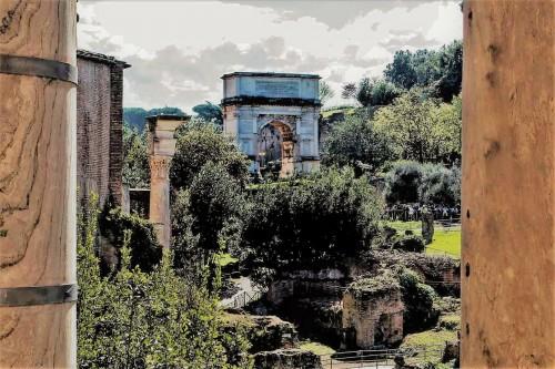 Łuk triumfalny cesarza Tytusa widziany z wysokości obecnego kościoła San Lorenzo in Miranda, Forum Romanum
