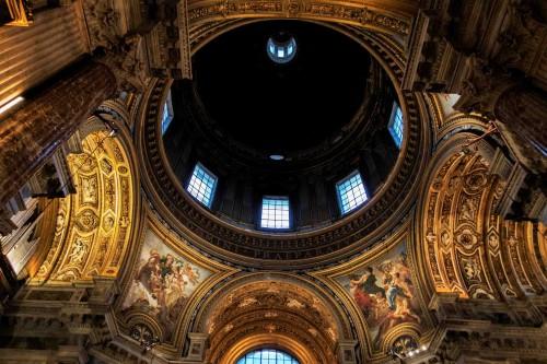 Baciccio, malowidła w pendentywach - Czystość i Rozwaga (po lewej), Mądrość i Opatrzność (po prawej), kościół Sant'Agnese in Agone