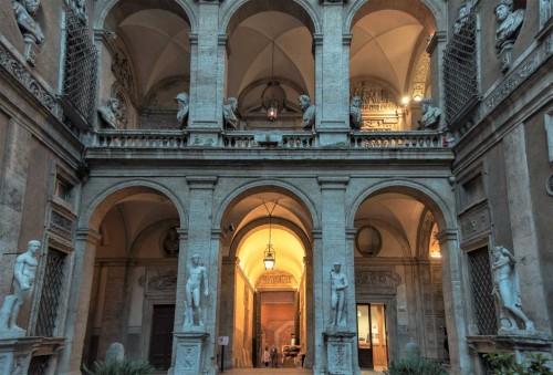 Carlo Maderno, Palazzo Mattei di Giove, dziedziniec