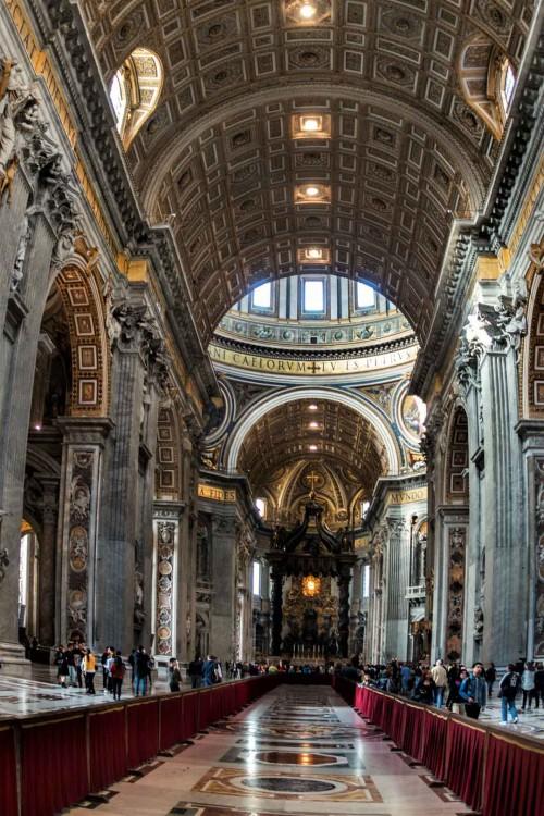 Wnętrze bazyliki San Pietro in Vaticano