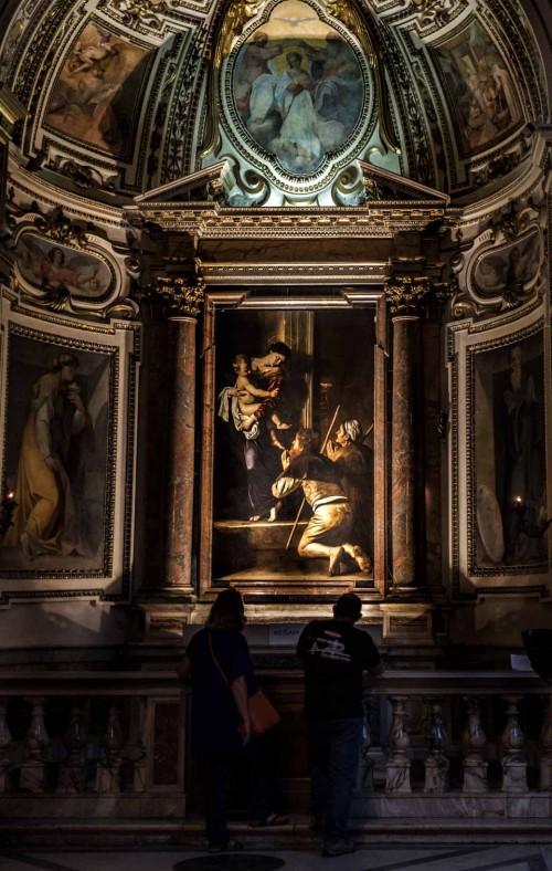 Bazylika Sant'Agostino, współcześni pielgrzymi przed obrazem Caravaggia - Madonna Loretańska