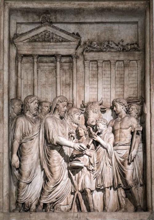 Cesarz Marek Aureliusz  składający ofiarę bogom przed świątynią Jowisza, relief z niezachowanego pomnika cesarza, Musei Capitolini