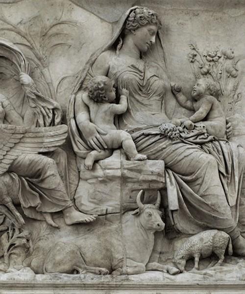 Ołtarz Pokoju, Museo dell'Ara Pacis, Bogini Tellus (albo Wenus Gentrix) między personifikacjami Powietrza i Wody