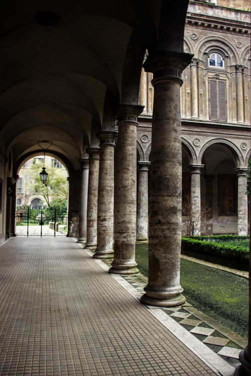 Palazzo Doria Pamphilj, dziedziniec