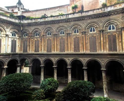 Palazzo Doria Pamphilj, dziedziniec pałacu