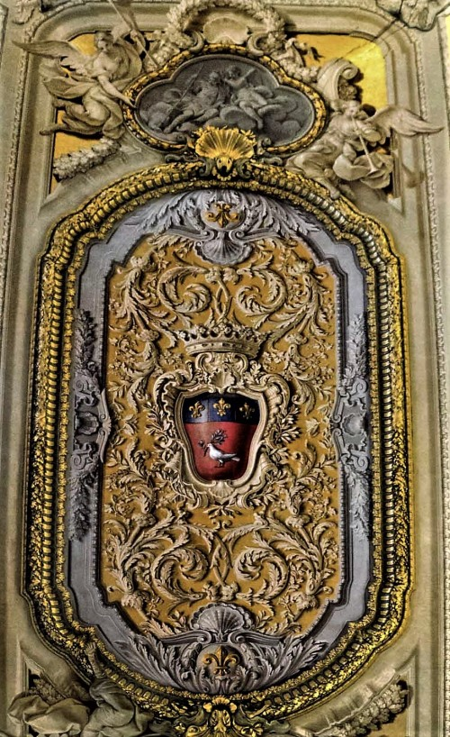 Palazzo Doria Pamphilj, sklepienie jednej z sal pałacu z gołębicą, heraldycznym ptakiem rodu Pamphilj