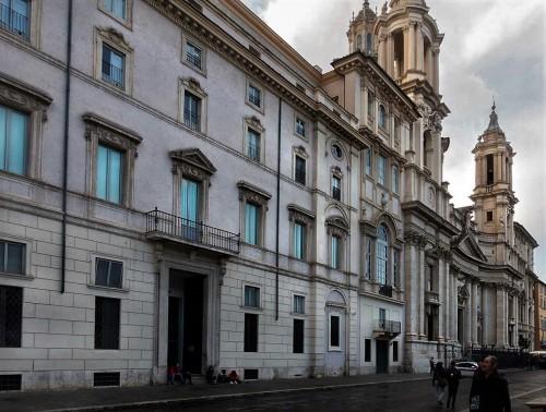 Palazzo Pamphilj, w tle kościół Sant'Agnese in Agone