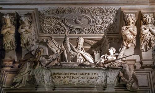 Pomnik nagrobny papieża Innocentego X  w kościele Sant'Agnese in Agone