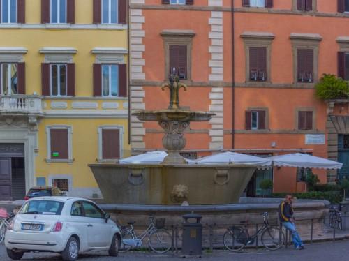 Giacomo della Porta, fountain in Piazza Farnese
