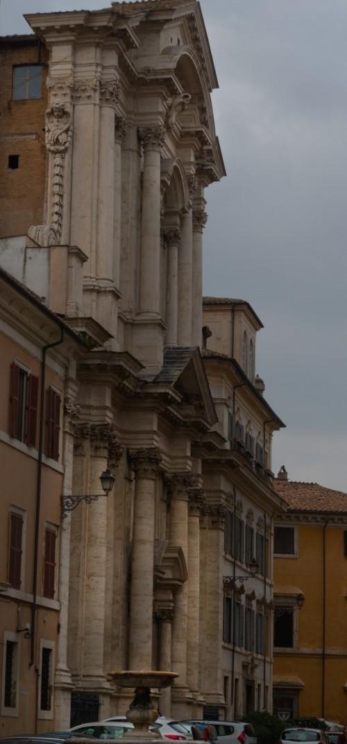 Giacomo della Porta, fountain in front of the Church of Santa Maria in Campitelli