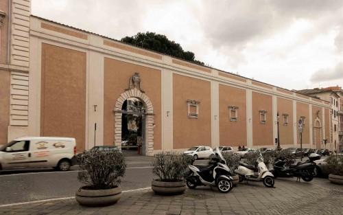 Mur odgradzający ogród i pałac od strony via XXIV Maggio