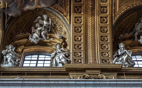 Il Gesù, widok dekoracji gzymsu nawy głównej