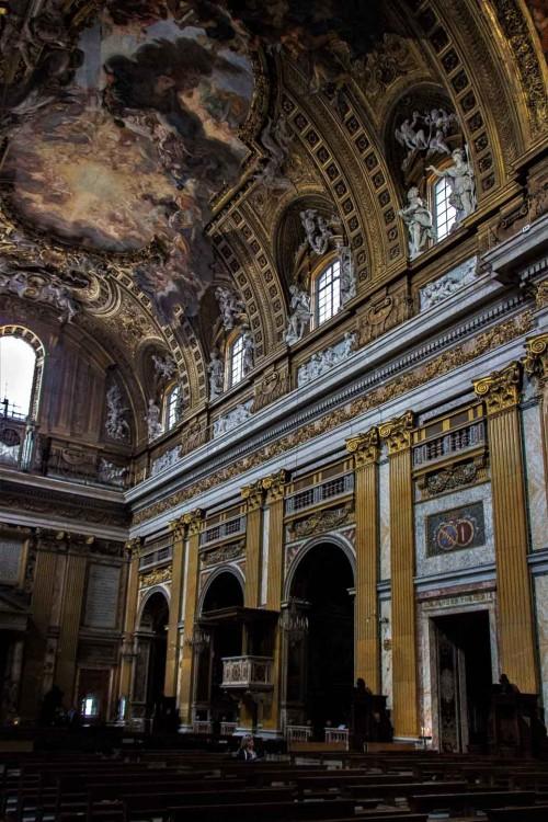 Il Gesù, widok lewej nawy kościoła