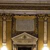 Il Gesù, tablica dedykacyjna poświęcona fundatorowi kościoła, kardynałowi Alessandro Farnese