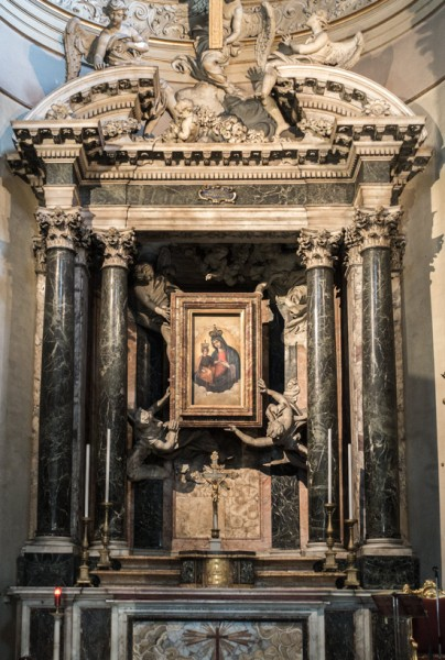 Church of Santa Maria dei Miracoli, main altar – copy of the miraculous painting of Madonna with Child, angels